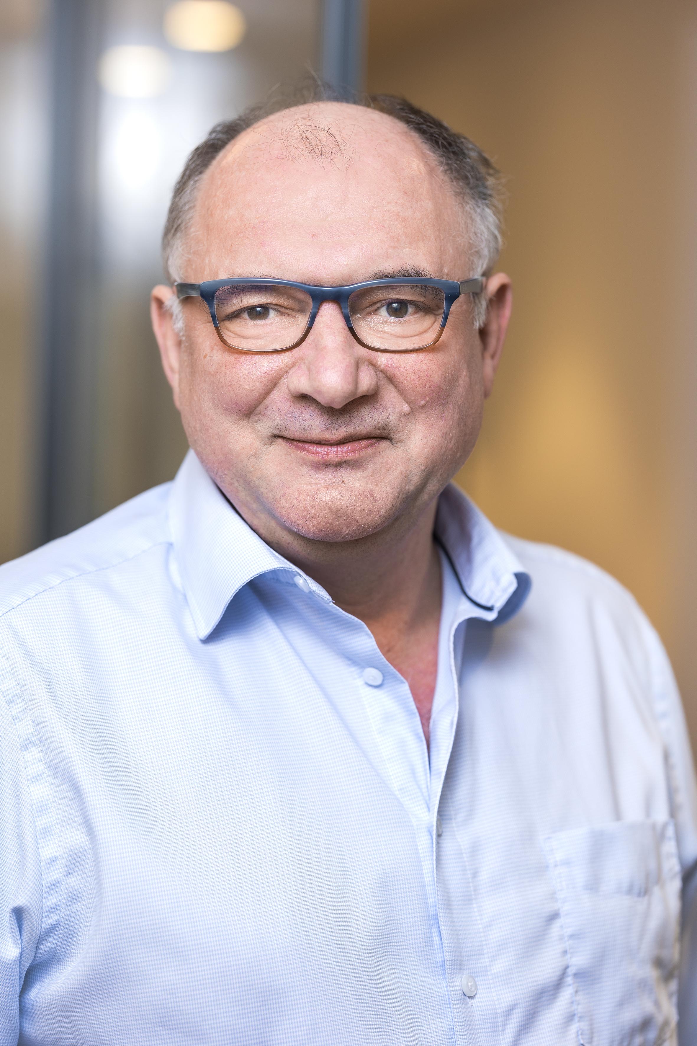 Dr. Fabian Stahl: Dr. <b>Michael Weisbach</b>: Dr. Zsolt Király: Prof. - kirali