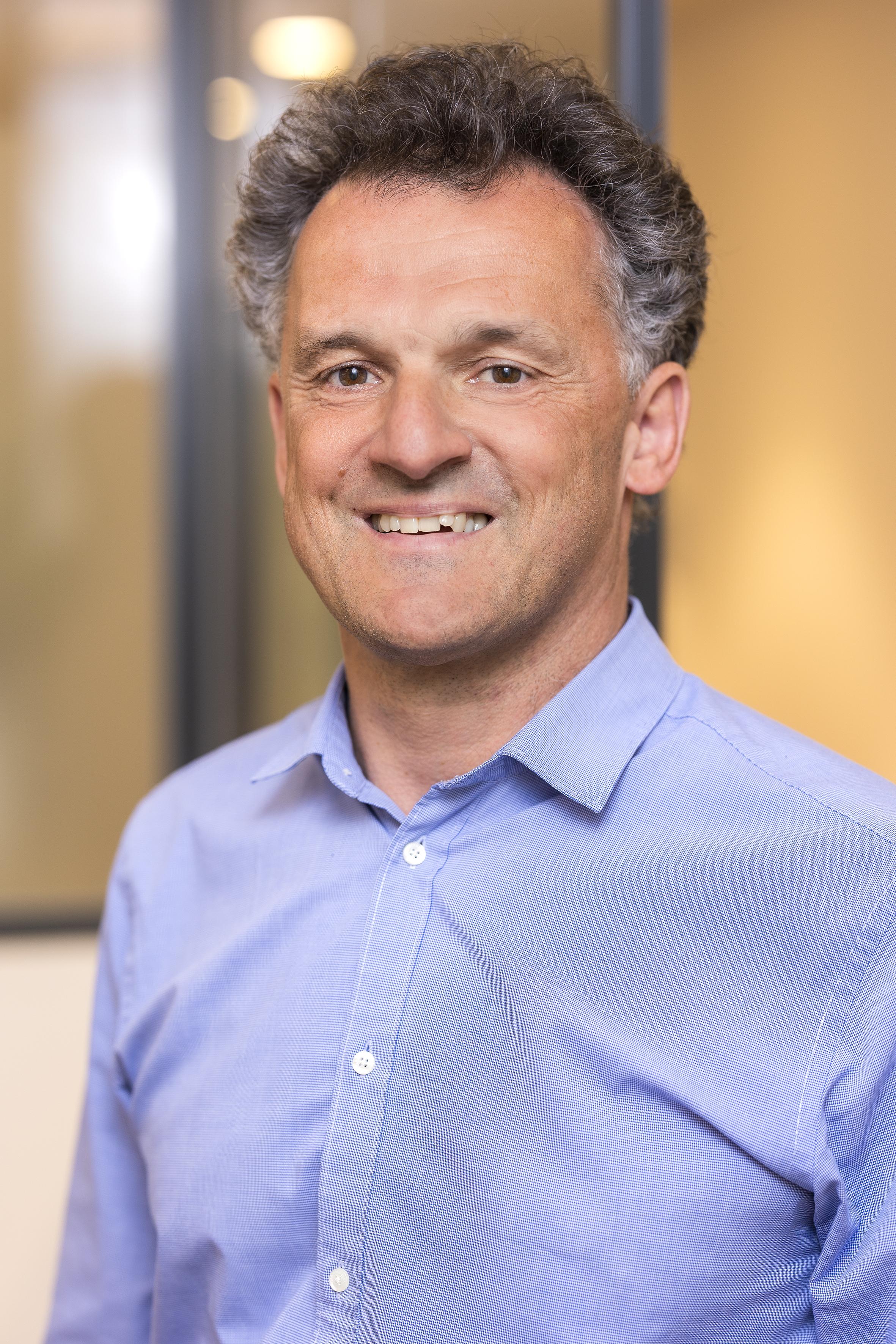 Dr. <b>Michael Weisbach</b> - weisbach